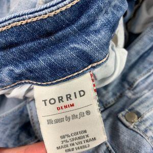 torrid Jeans - Torrid Distressed Jeans Capris Womens 14 Short
